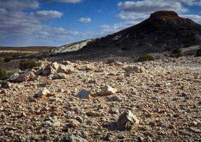 Farina Lakes country - White quartzite and black basalt